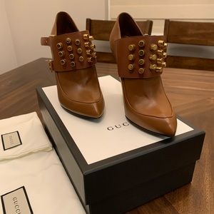Gucci Brown leather High Heels Pumps with stud